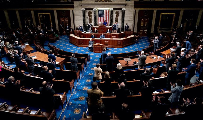 Photo of the floor of Congress with several lawmakers in attendance.